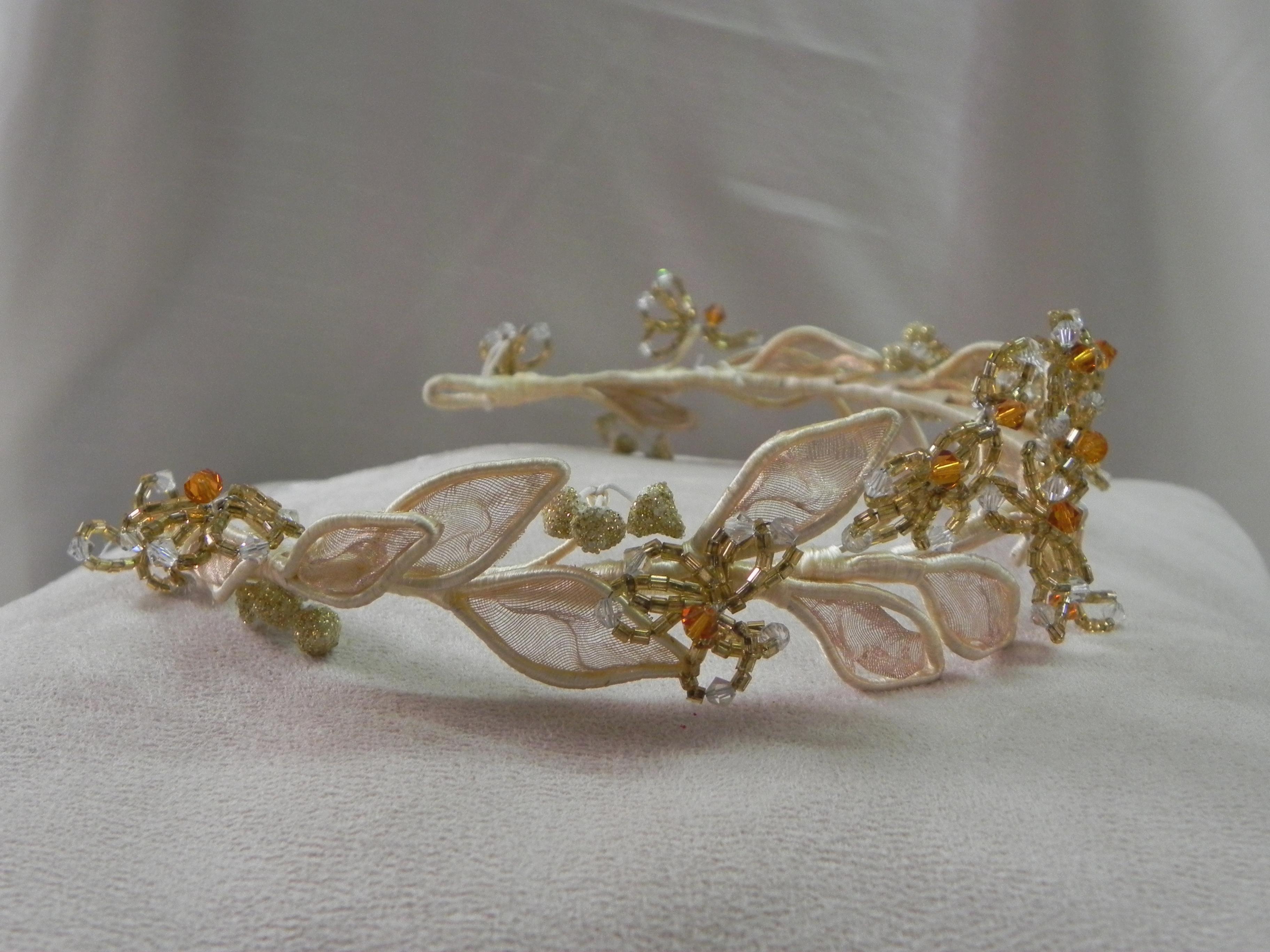 Tiaras estilo imperial en vestidos de pedrer a y encaje - Modelos de coronas ...